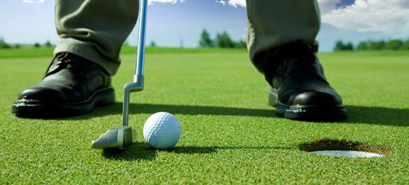 golf-putting-closeup-shoe-ball